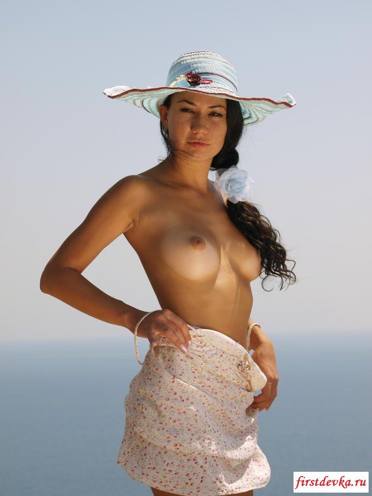 база данных брюнетка в белой шляпе порно онлайн чем-то грустите