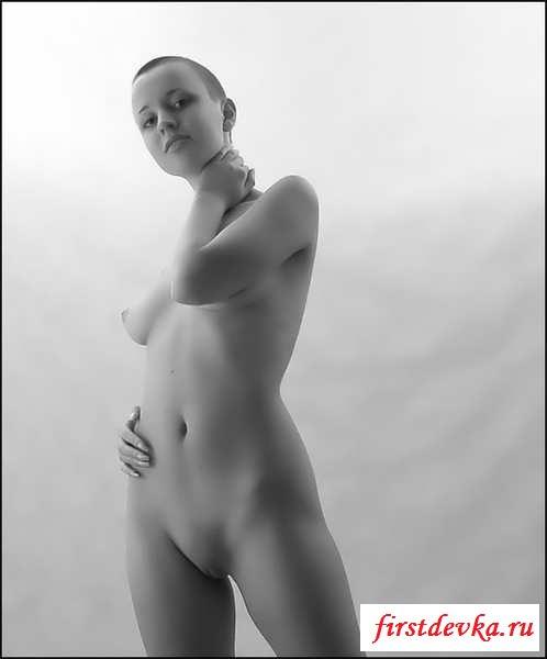 Лысые голые девки