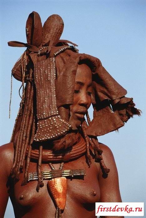 Изящная и возбужденная черная раса