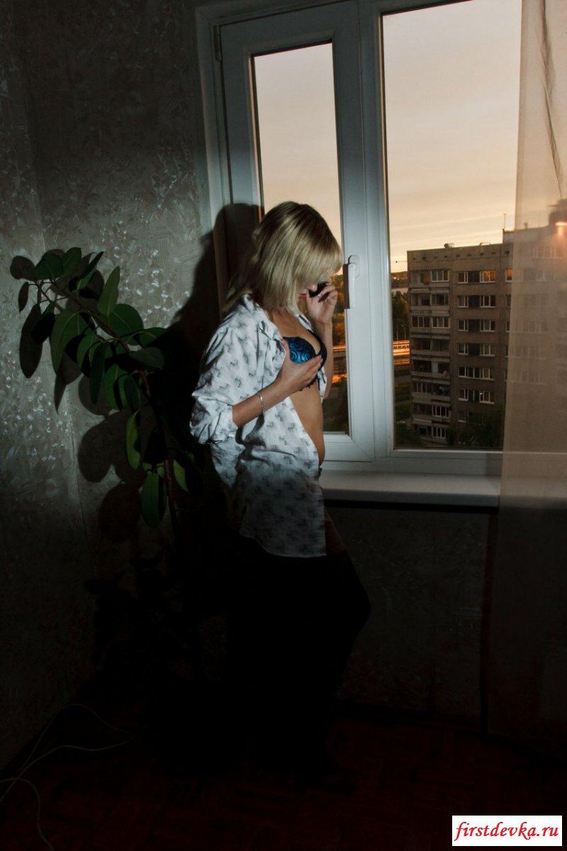 Неимоверная супруга снимает лифчик на камеру