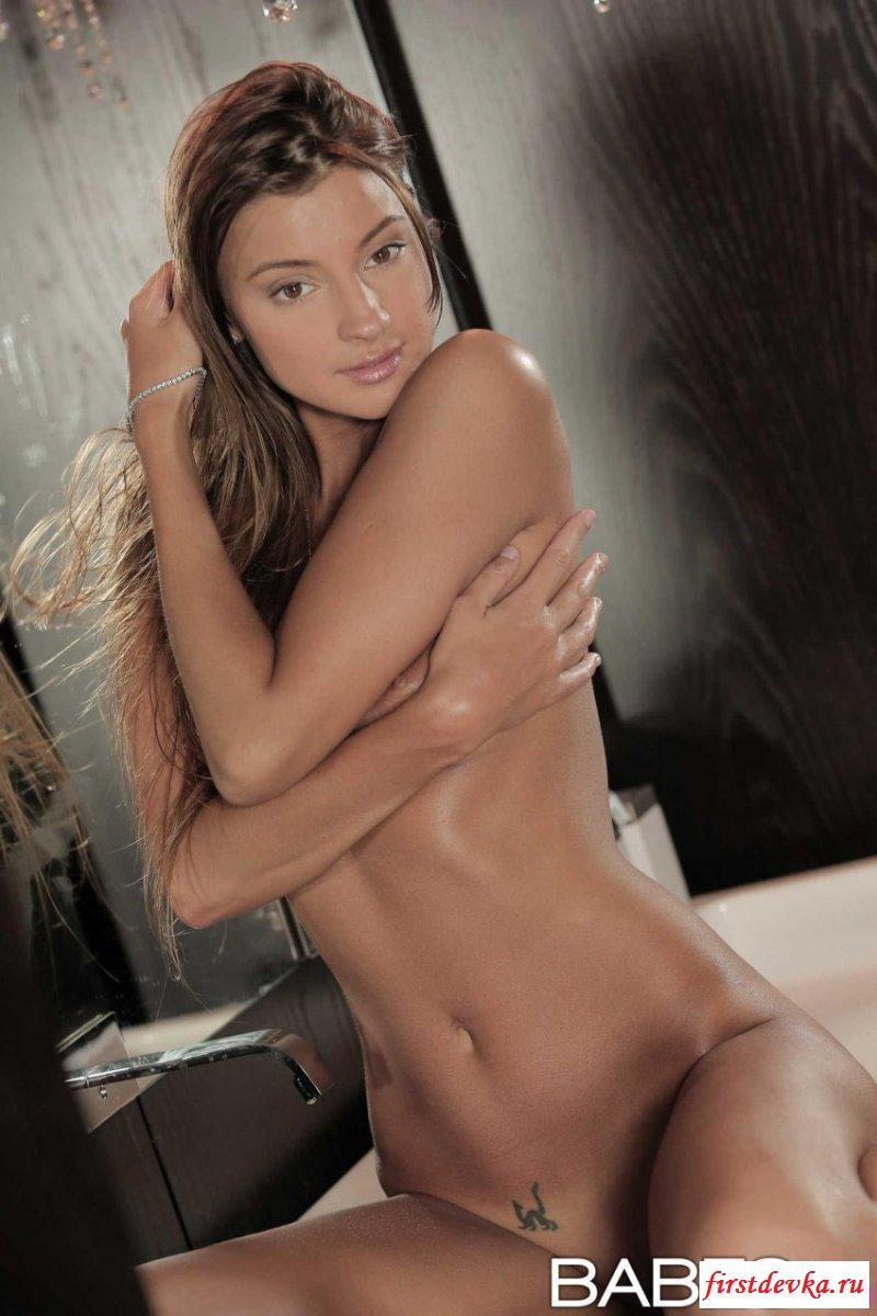 Сексапильные фотки достаточно изящной девушки секс фото