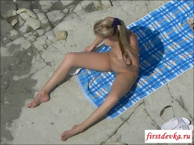 Подсмотренные фото раздетой блондинки