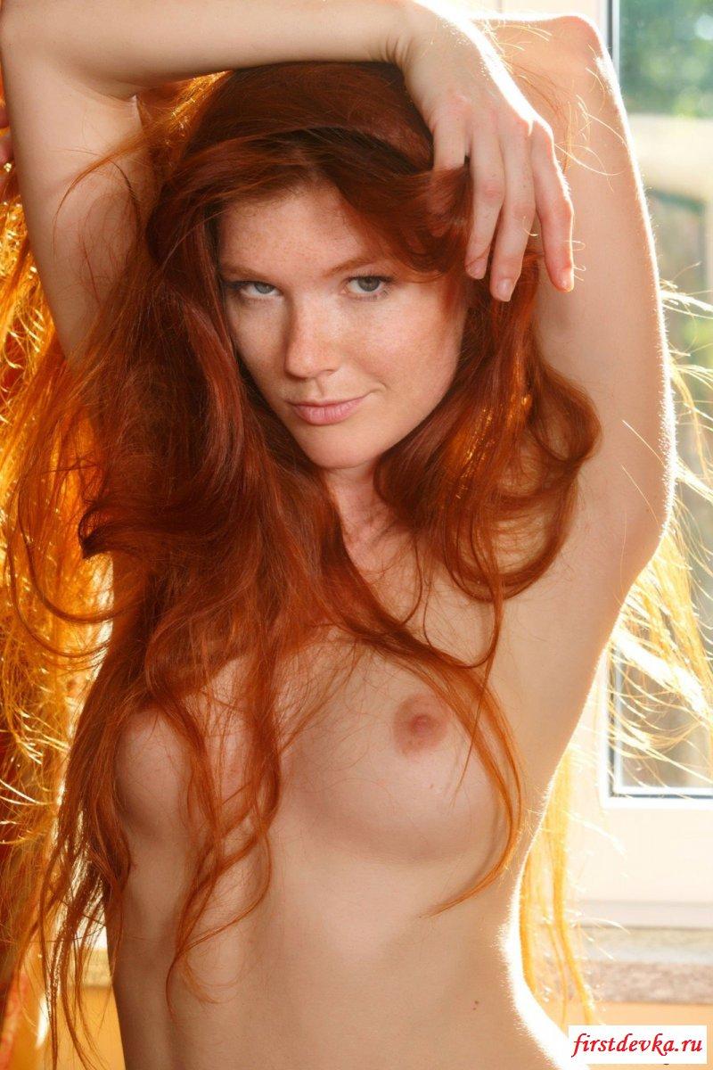 Фотомодель сняла трусы и сфотографировала груди смотреть эротику
