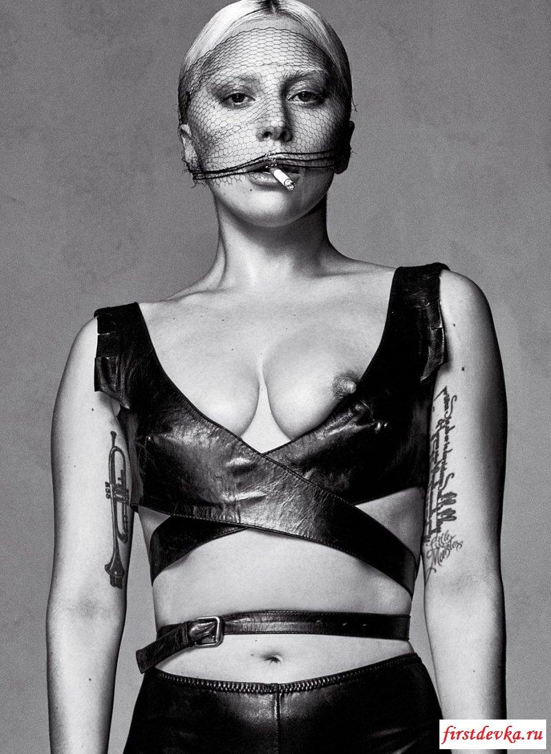 Нагая Lady Gaga показывает фигуру
