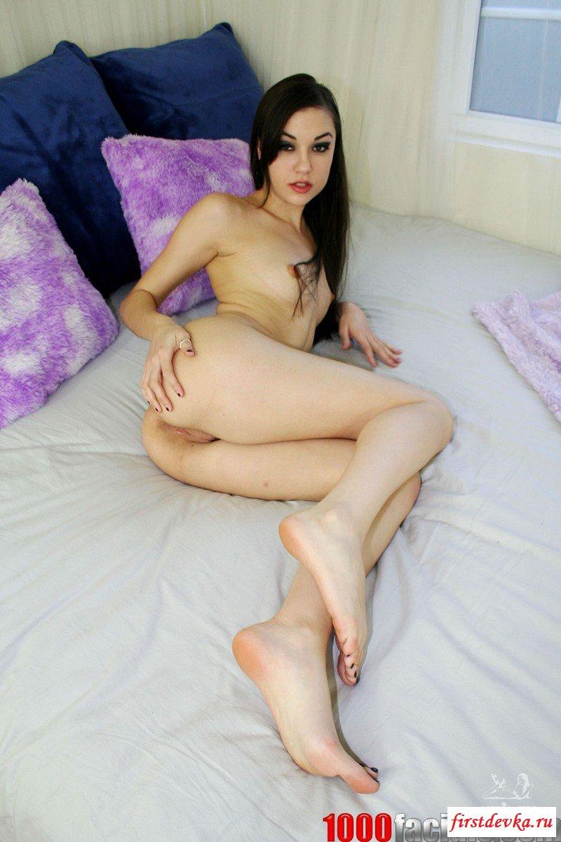 Саша Грей обнажилась в спальне