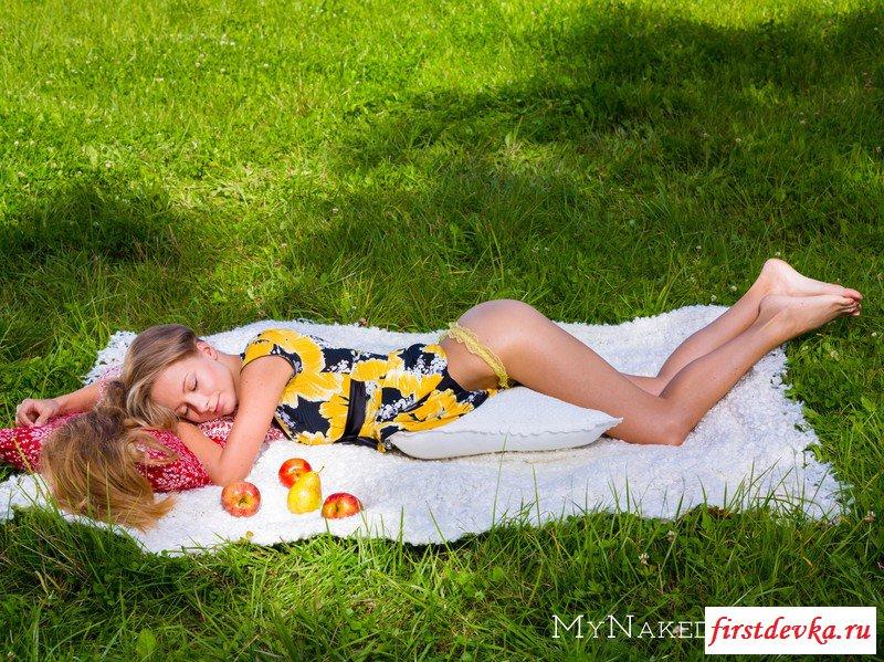 Секс фото от милой бабёнки на пикнике