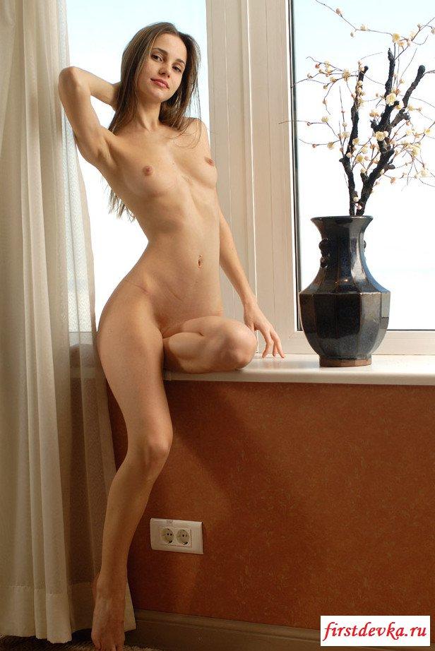 Откровенные голые девчата с идеальными задницами (29 эротические фотографии)