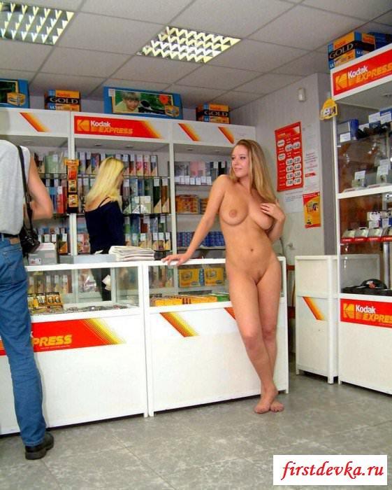 Магазинная порнушка бабы выбирающей батарейки смотреть эротику