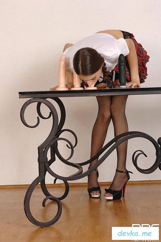 Студентка обнажается со страстью в глазах | Фотграфии