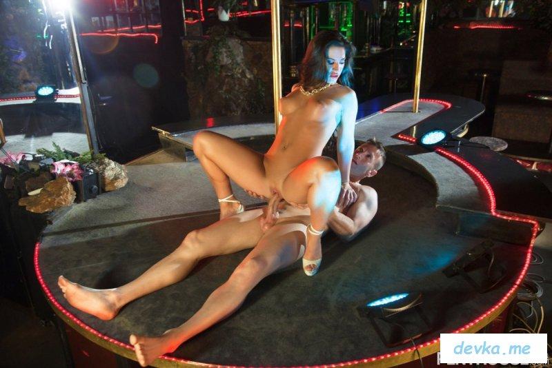 Фото где секс в стриптиз баре #1