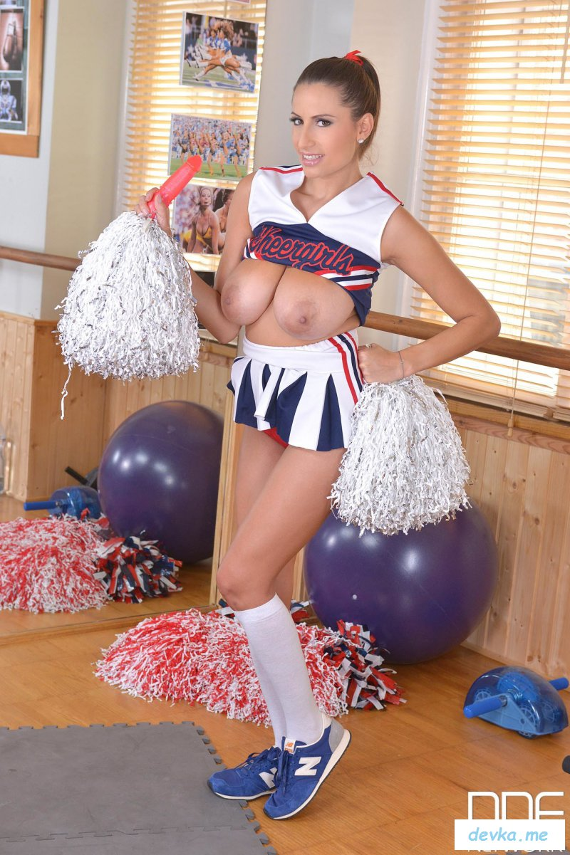 Busty cheerleaders pics